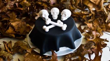3dchef-Halloween-skull-and-cross-bones-cake